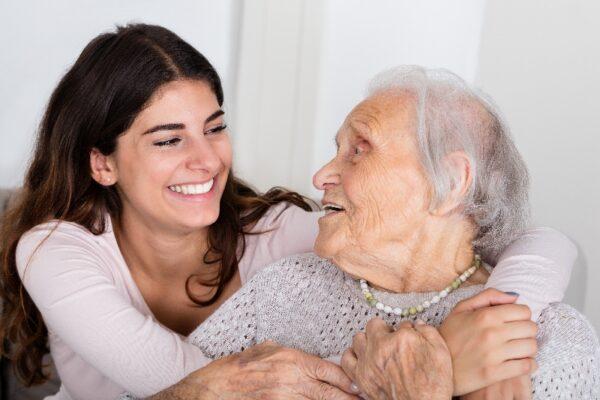 Ehrenamt in der Pflege: Bedeutung, Hürden, Umsetzung