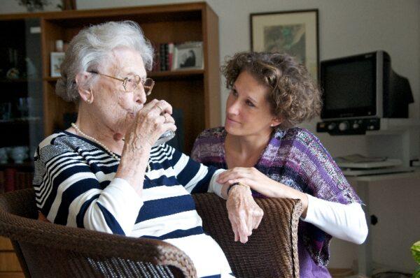 Worauf sollte man bei der Wahl eines Pflegedienstes achten?