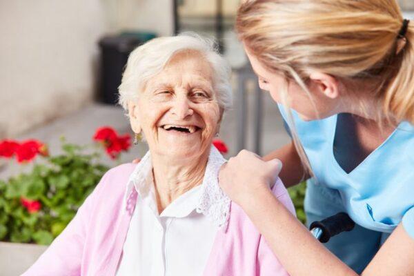 Zahnpflege in der Altenpflege: So wird's gemacht