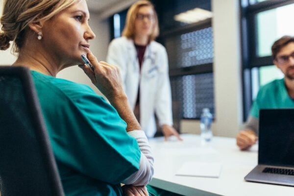Der optimale Versicherungsschutz für Pflegeeinrichtungen und Mitarbeiter