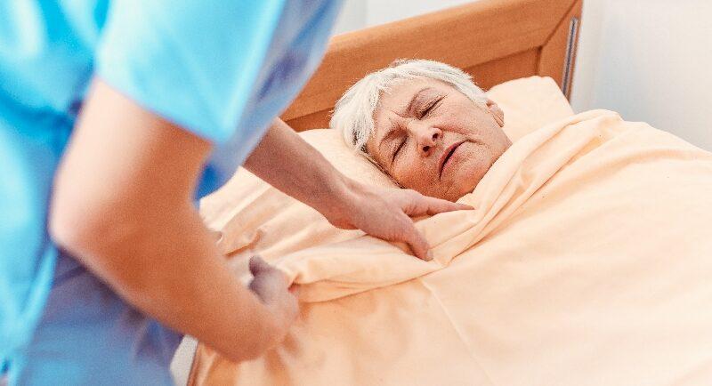 Verwirrt und unkooperativ: Leidet Ihr Pflegekunde am Durchgangssyndrom?