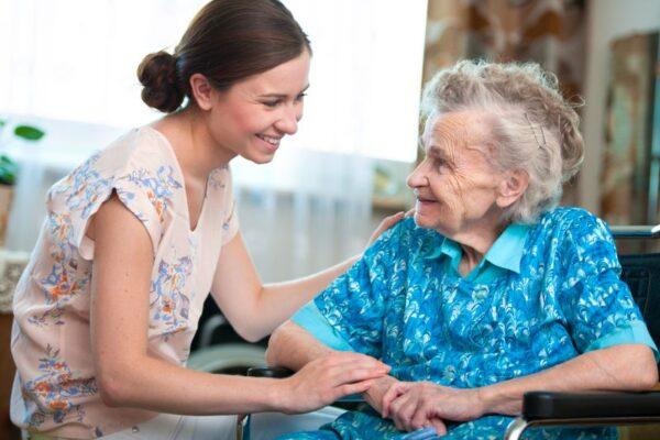 Pflegekurse für Ehrenamtliche: Hier lernen Sie wertvolle Pflege-Grundlagen
