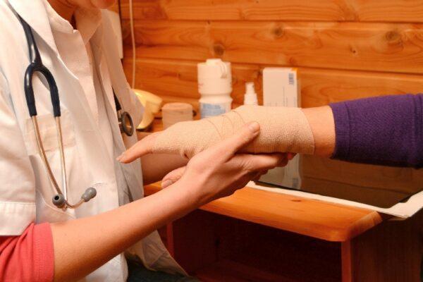 Verband anlegen