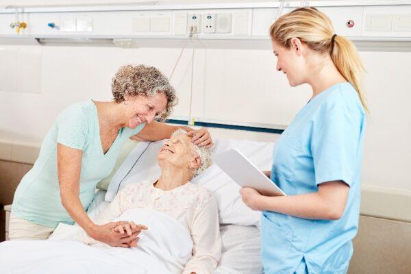 Pflegekunden fühlen sich durch Initialberührungen sicherer