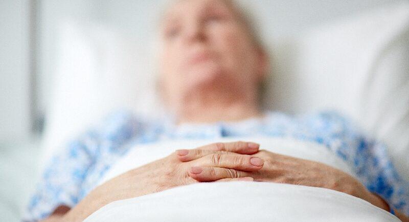 Das können Sie bei Unruhe Ihrer Pflegekunden in der Sterbephase tun